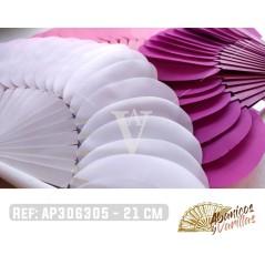 Leque de madeira com tecido em forma de pétalas