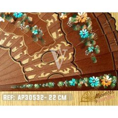 Pintado artesanalmente com motivos florais com muito detalhe