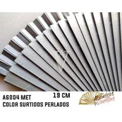 Leques de madeira de 19 cm pintado perolado e servido em 6 cores sortidas